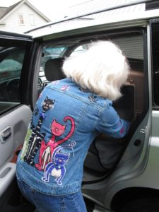 Look at Pam's denim jacket!  This spells serious cat lover!