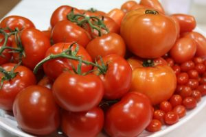 These beautiful tomatoes add vibrant color to the set.