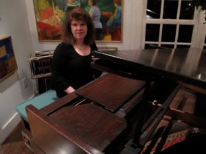 Pianist Marilyn Brandt provided lovely music for the evening.