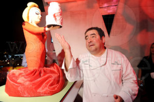 Duff Goldman's 'Divine' cake admired by Emeril Seth Browarnik/WorldRedEye.com