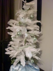 Sara Monzo made this tree using feathers.