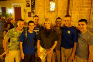 A group of American students from the Massachusetts  Maritime Academy had just completed a tour of the sea and were celebrating in Cartagena.  They recognized me and asked for photo.