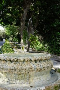 This fountain is part of one of the twin cascades, leading from the entry piazza to the arrival court.