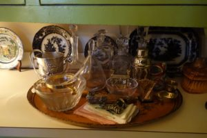 Underneath the cabinets, a lovely vintage tole tray with barware.