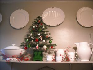 Matthew Gallaway from Fort Wayne, Indiana decorated his home using decorations from my Everyday collection.