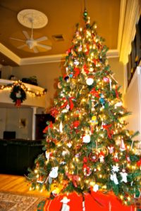 Here is a photo of Elizabeth Hope's holiday decor.