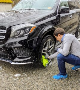 Andres also thoroughly washes the wheel rims. This GLS550 has 4MATIC all-wheel drive, so it's good in all kinds of weather. It also has ABS brakes and driveline traction control.