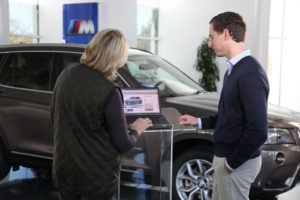 Joe Wierda - Product Manager - explaining how to order my car online - how fast and easy!