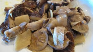 After harvesting the shiitake from the oak log, I quartered them and sauteed them lightly in a wok along with some slices of fresh peeled ginger in a fruity olive oil, a bit of sesame oil, and a sprinkling of salt and freshly ground pepper.