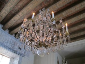 Swedish crystal chandeliers are very popular in stately homes.