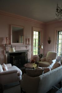 In the guest cottage, we created a continuous wash of ambient pink color throughout the interior, creating a sophisticated shade of welcome.