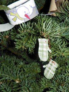 Sara Bennett made these adorable ornaments using wrapping paper.