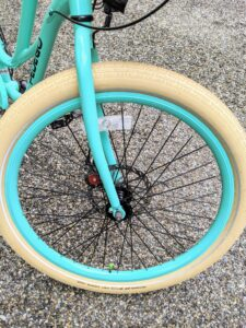 The Kevlar-belted tires help prevent flats along the ride.