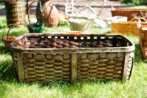 This basket was originally used on wash days to carry clean, damp laundry outdoors to dry. Today, this can still be used as a laundry basket or a container to hold towels or blankets.