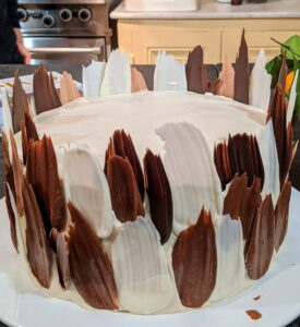 And lastly, dark chocolate feathers. An easy-to-do technique that adds texture and creative design to the cake. Richard Gere loves chocolate - I will give this cake to him and his family.