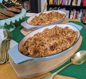 My Au Gratins come in sets of two with birchwood trays. Bake casseroles, cobblers, and crisps in these sleek au gratins, then serve your dishes straight from oven-to-table.