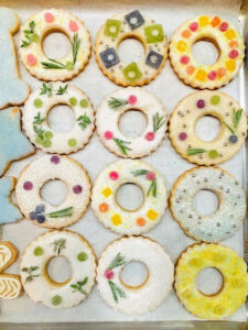These are my Flower-Embellished Wreath Cookies from the book - baked by @moll_doll23. These sugar cookies make such an elegant statement when dressed up with glaze and other candies, These include dragees and dots from my CBD gummies.
