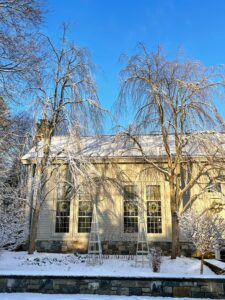 Once again, the farm is covered with glistening snow – everything looks so pretty. I love to tour the property early in the morning to check that everything is in order and to take photos of the newly fallen powder. This view is of the white garden in front of my Winter House.