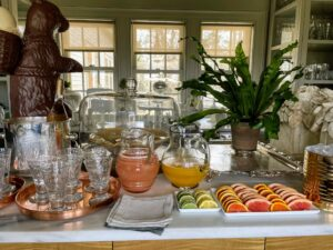 I often serve beverages from this area whenever I entertain. This servery is a popular space for guests to gather. Guests could enjoy a glass of freshly squeezed grapefruit juice or orange juice - alone, with a splash of sparkling water, or with vodka.
