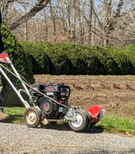The important thing is to focus on staying in line with the turf – one of the biggest problems among homeowners is that they go too low and ignore the line they are following. This edger is able to edge up to 90 feet per minute.