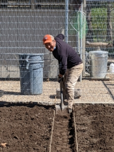Using a simple spade and the twine as a guide, Phurba begins to create the raised beds. Here, he removes some of the soil to create the footpath separating the sections.