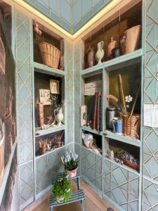The central room of the Formal Greenhouse is surrounded with a mural in the trompe l'oeil style by the french artist Fernand Renard. The work was commissioned by Bunny and serves as a sort of visual biography of her, depicting many real world objects she owned and things about which she was so passionate.