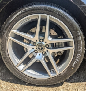 This Mercedes is equipped with excellent tires and 4MATIC all-wheel drive, so it's good in all kinds of weather. It also has ABS brakes and driveline traction control.