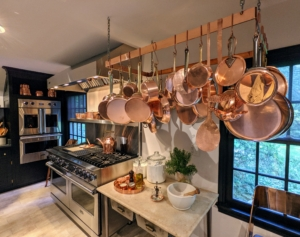 I hung my own copper pots and pans on the rack - I love how the copper coordinates with the black. It looks so elegant.