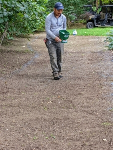 And then drops the seed in the middle of the space. This spreader has an ergonomic design and is easy to use and operate.