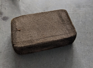This little scouring block is called a Creaning Mate by Niwaki. It has a slightly rough texture for removing grime from the blades.