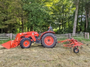 The tedder is attached to our trusted Kubota M7060HD12 tractor – a vehicle that is used every day here at the farm.