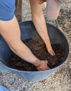 Brian mixes some organic Fort Vee mix from the Vermont Compost Company with Pro-Mix HP, a well-draining, high air porosity and lower water retention medium.